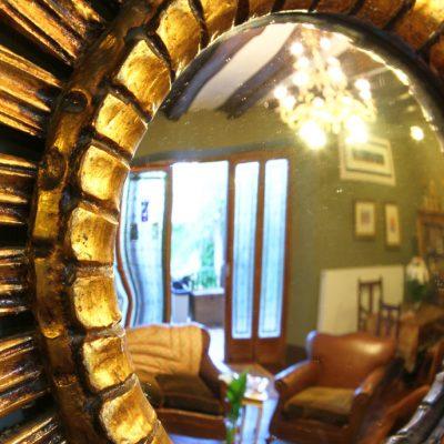 Detalle de decoración: Espejo del salón
