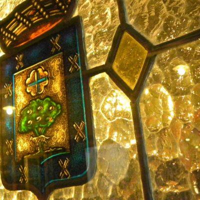 Detalle de decoración: Vidriera del interior
