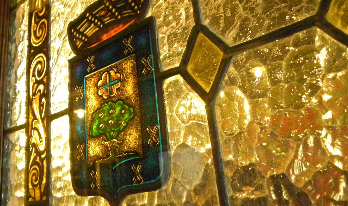 Detalle de una vidriera del interior